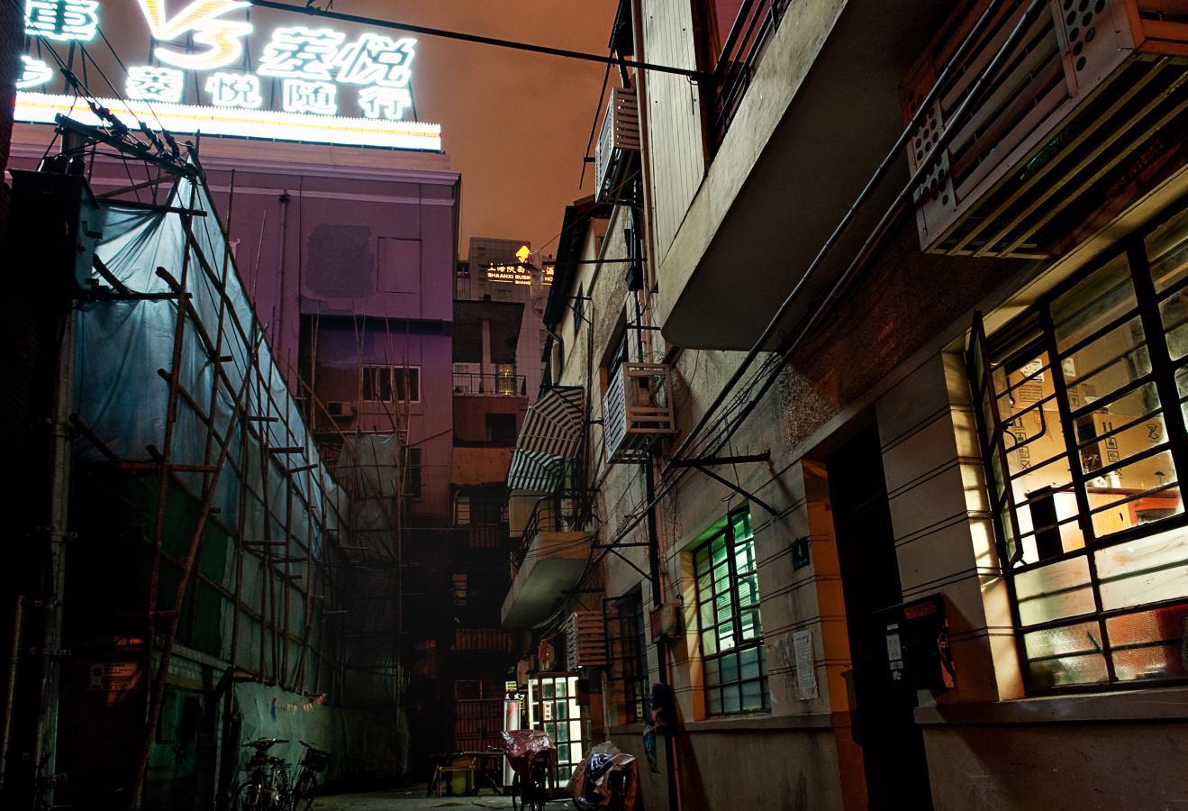 dark-alley-shanghai-2010