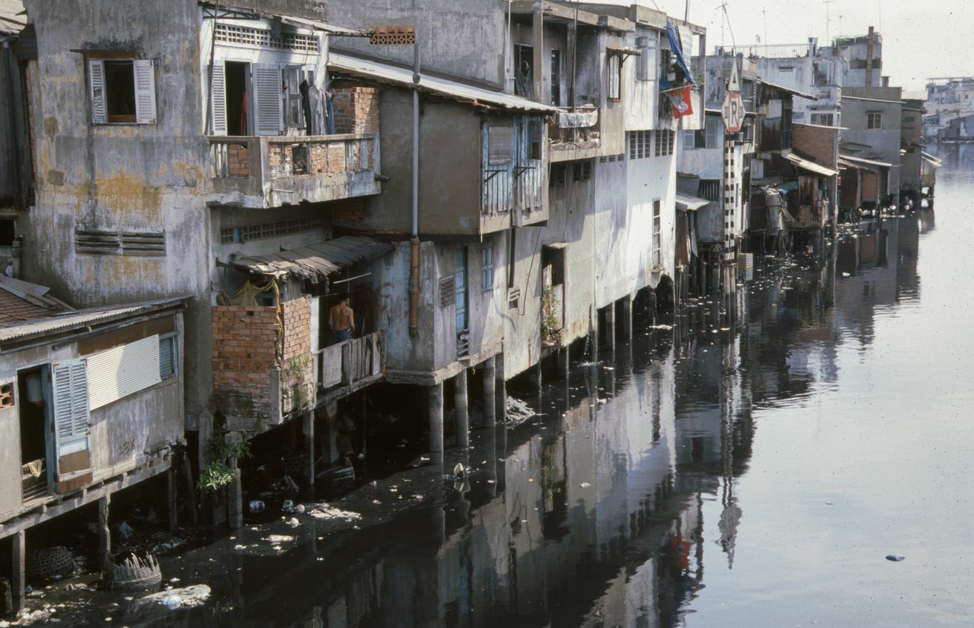 slum-central-vietnam