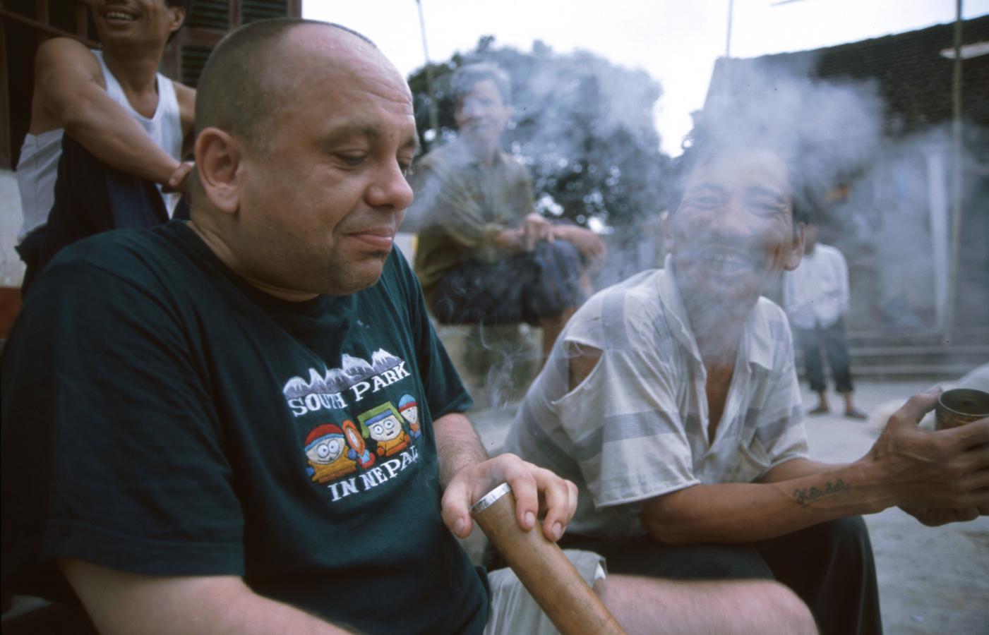 smoking-strong-tabacco-at-6-am, Vietnam, 2002