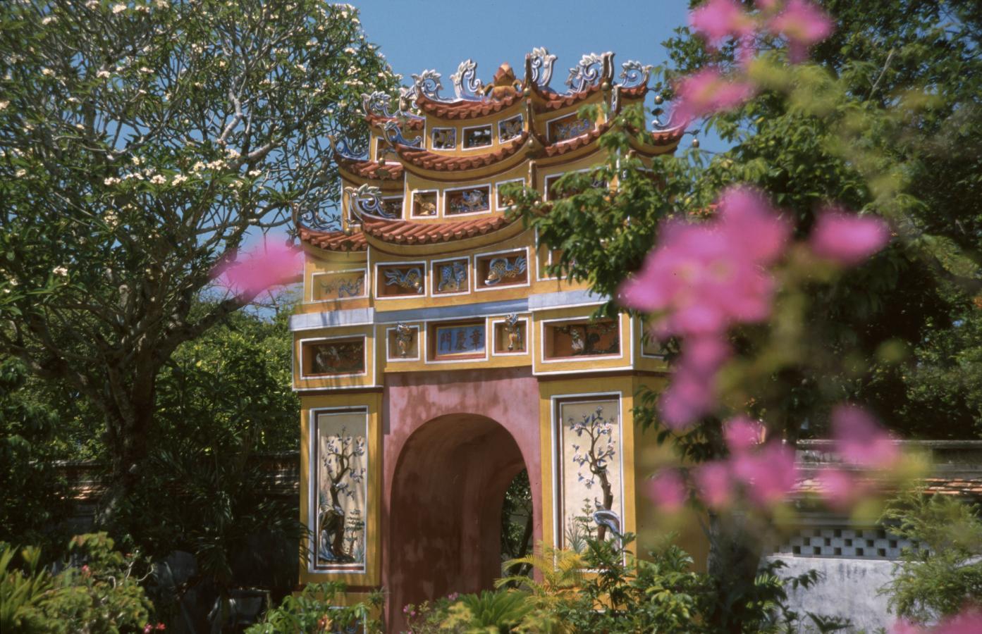 temple-entrance-hue