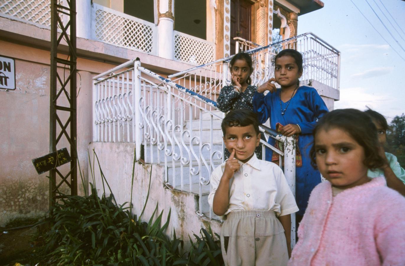 children-around-shimla-2003