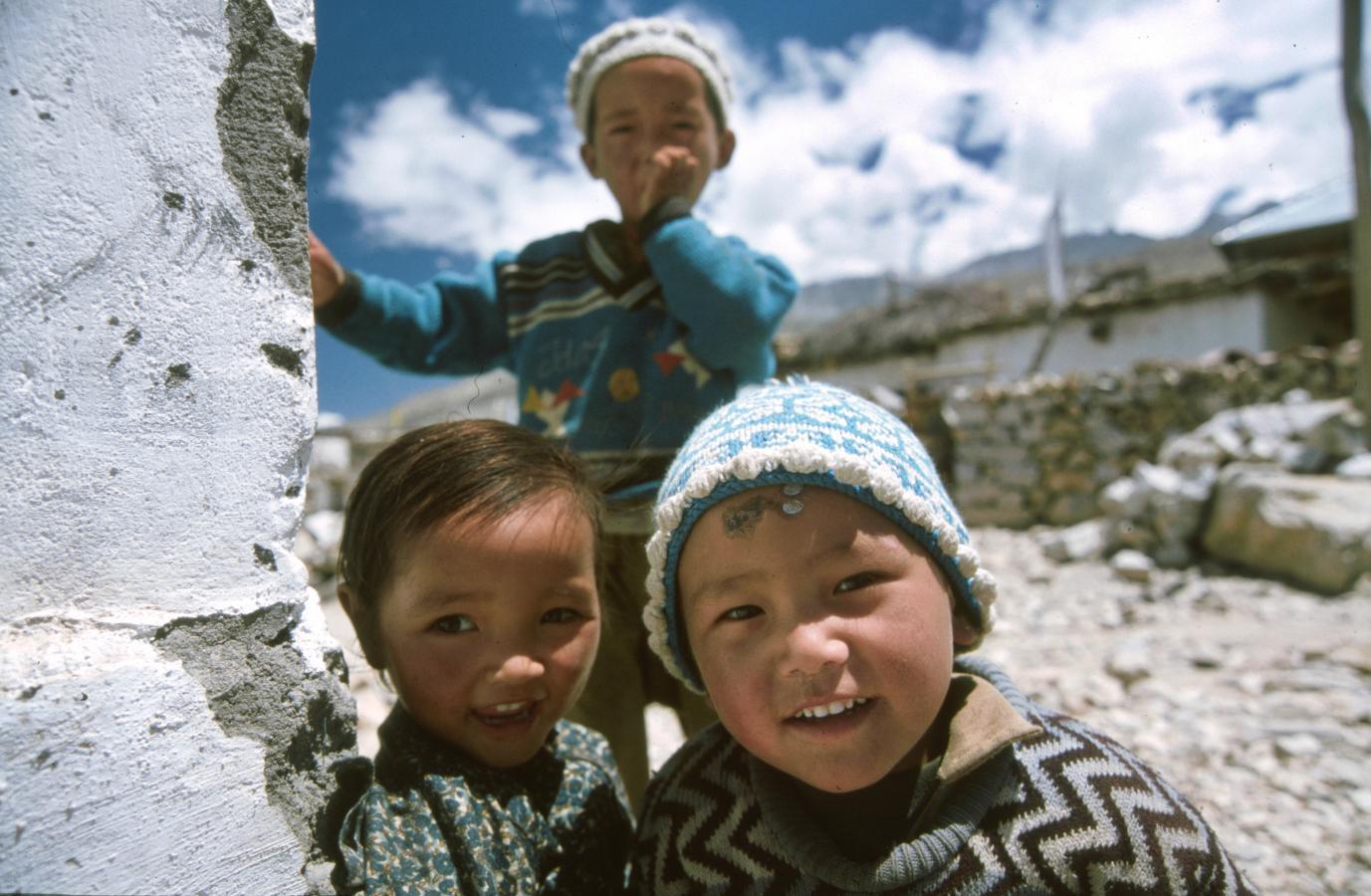 kids-around-nako-2003