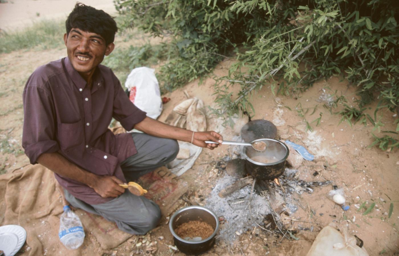 cooking-very-spicey-dal-in-the-desert-around-jaisalmer-2003