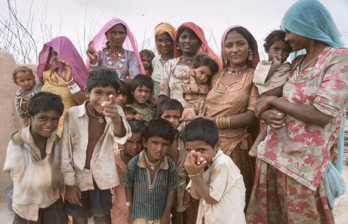 family-portrait-in-the-desert-around-jaisalmer-2003